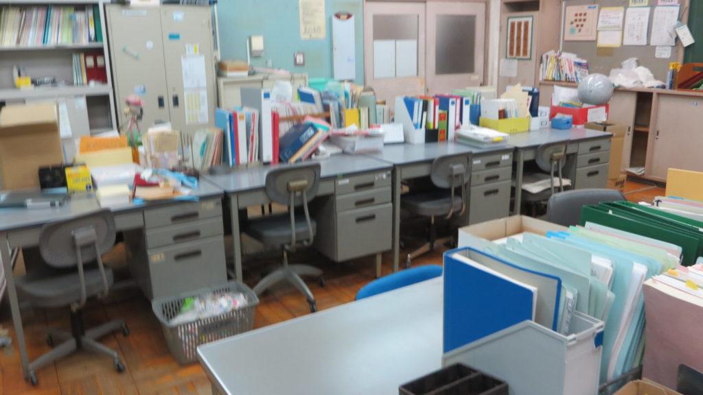 いろいろ撮影できちゃう学校スタジオ・職員室・飾り・美術・バージョンアップ・現役の職員室に復元