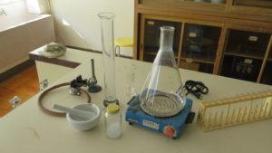 いろいろ撮影できちゃう学校スタジオ・実験準備室・実験室・実験道具・結晶・薬瓶