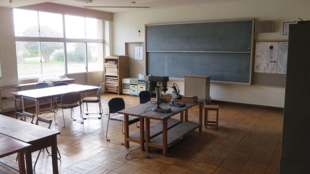 いろいろ撮影できちゃう学校スタジオ・工作室・ボール盤・電動カッター