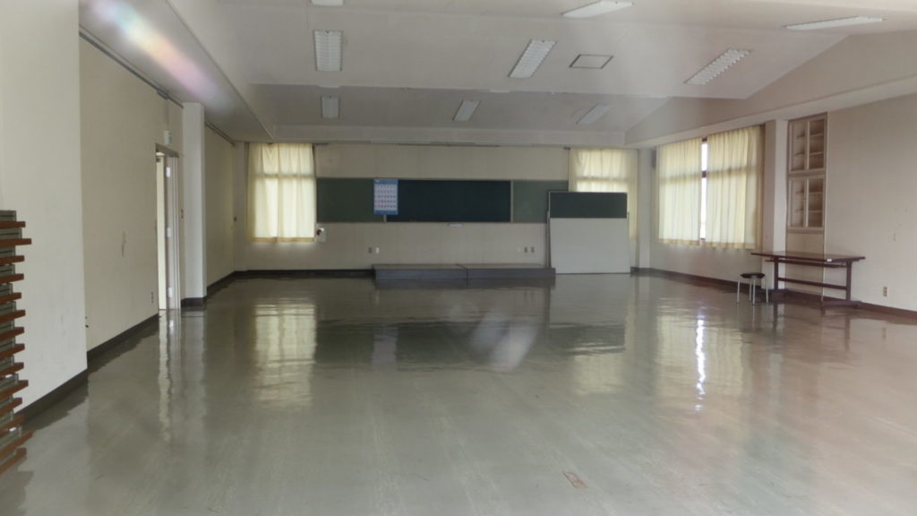 いろいろ撮影できちゃう学校スタジオ近所の撮影できる、公民館設定の場所・ロケーションコーデネーㇳ物件