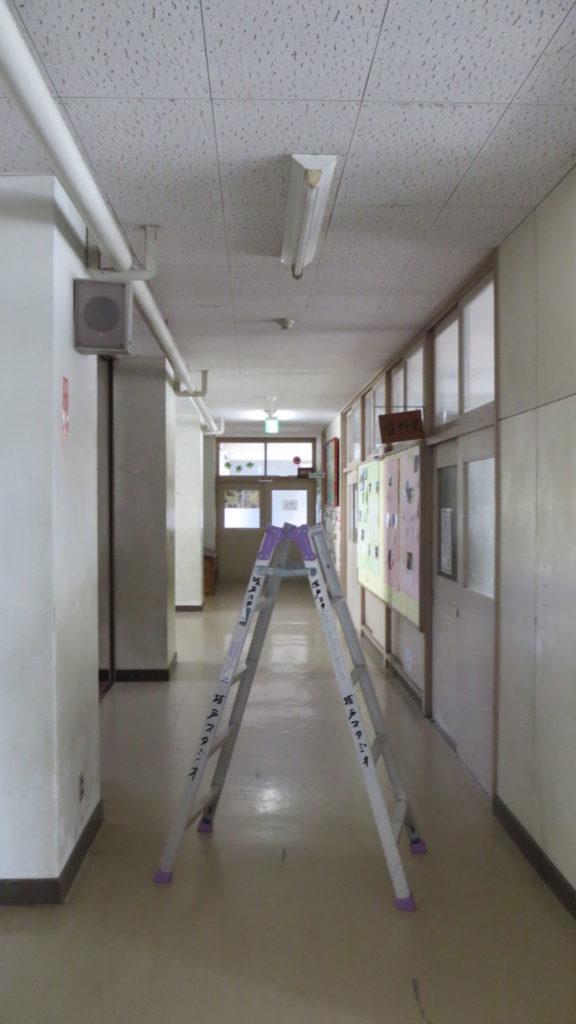 いろいろ撮影できちゃう学校スタジオ・蛍光灯交換・チェク