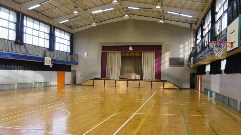 いろいろ撮影できちゃう学校スタジオ・体育館・カーテン・暗幕・オープン