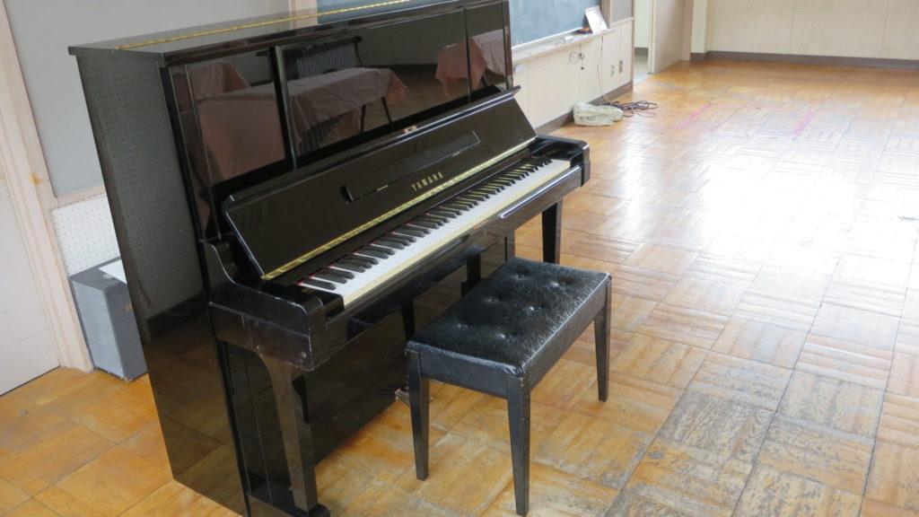 いろいろ撮影できちゃう学校スタジオの音楽室・ピアノ