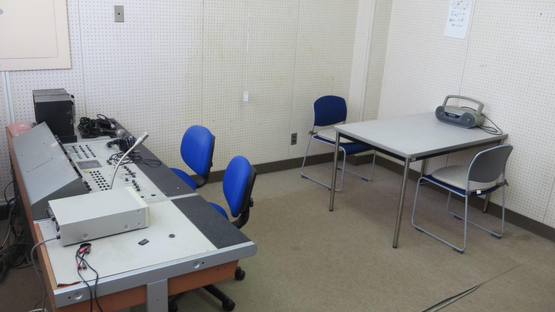 いろいろ撮影できちゃう学校スタジオ・放送室