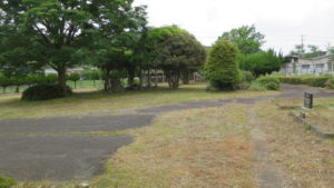 いろいろ撮影できちゃう学校スタジオの草刈り直後・雑草駆除・