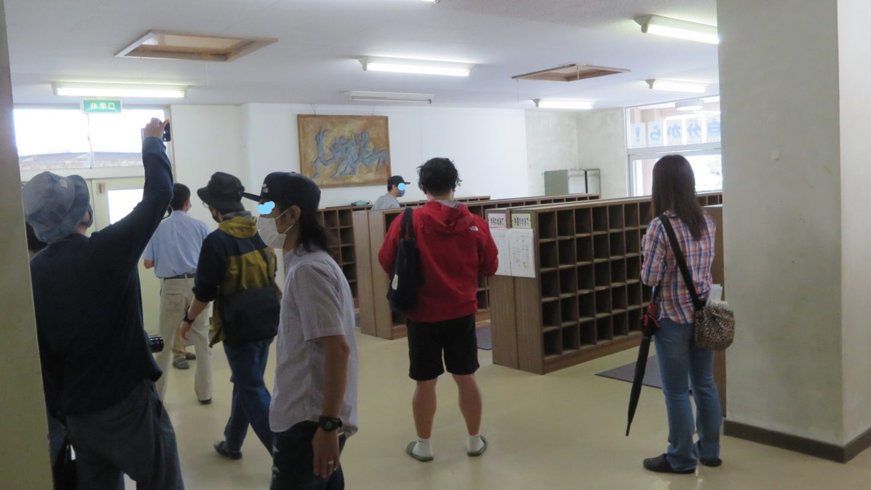 いろいろ撮影できる学校スタジオ・昇降口・ロケハン・人気の場所・メインロケハン・オールスタッフロケハン