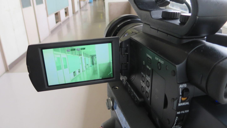 いろいろ撮影できる学校スタジオ・バラエティー番組のカメラ・仕掛け
