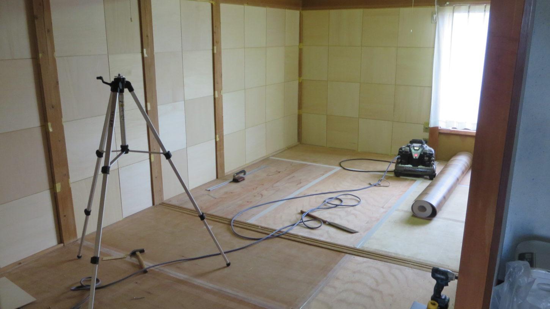 昭和でレトロなアパートスタジオ・大道具さん。和室を洋室に変身作業・作業1日目・ベースの下地ができたもよう
