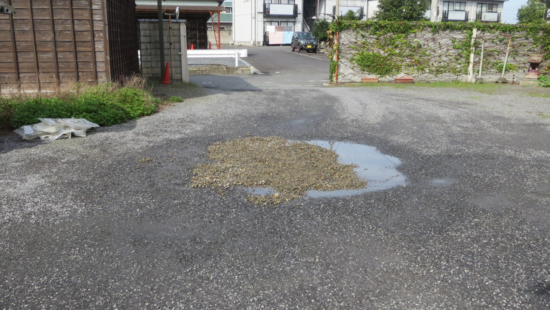 登録有形文化財橋本旅館スタジオ・駐車場の水たまり修復・砂利500キロ・