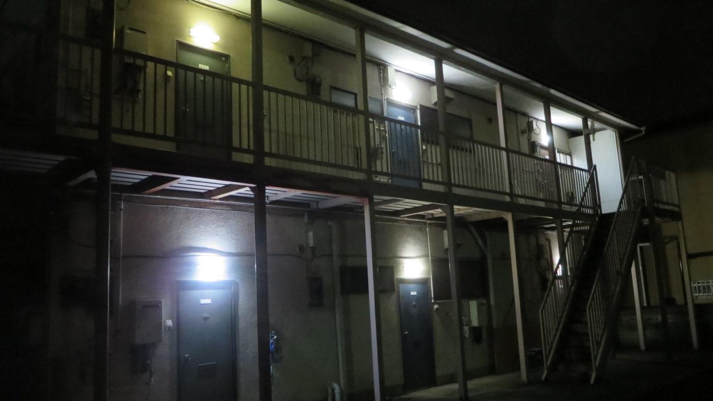 昭和でレトロなアパートスタジオ・外観・撮影専用アパートスタジオ・夜・ナイトシーン外観