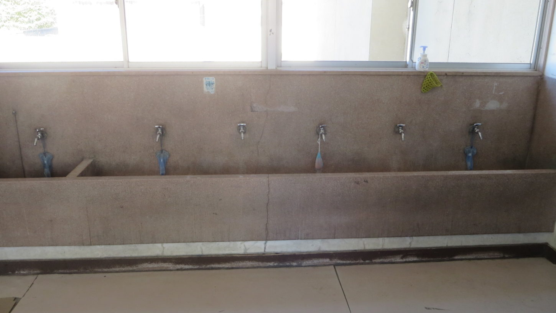 いろいろ撮影できる学校スタジオ・校舎内・水のみ場所・手洗い場所・廊下