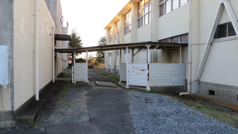 学校スタジオ・渡り廊下