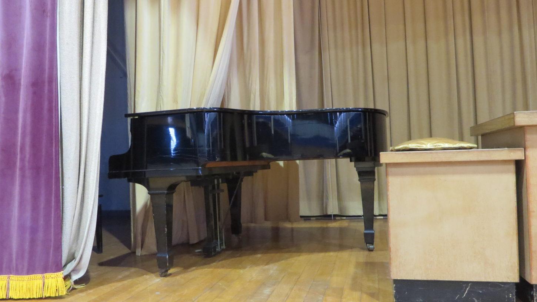 いろいろ撮影できる学校スタジオ・体育館・グランドピアノ・撮影