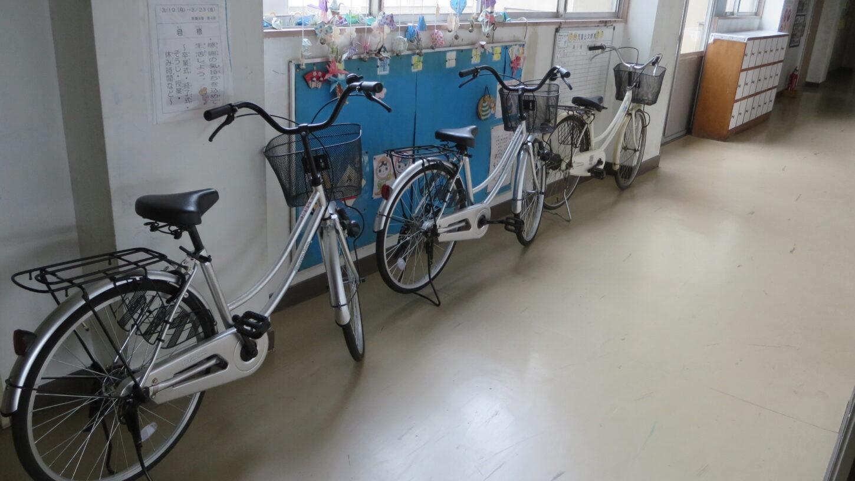 撮影用自転車・学校スタジオ・整備・点検・テスト走行・空気入れ・タイヤ・虫ゴム