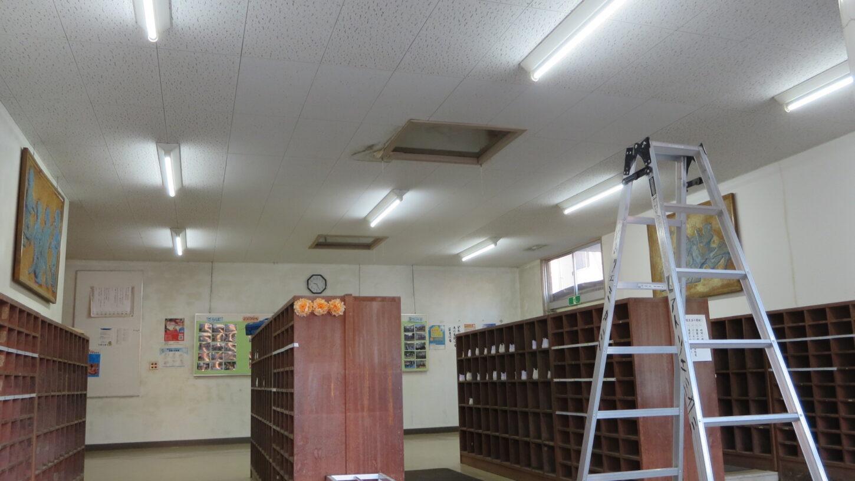 いろいろ撮影できる学校スタジオ・昇降口・LED型の蛍光灯に交換・全部・バイパス工事
