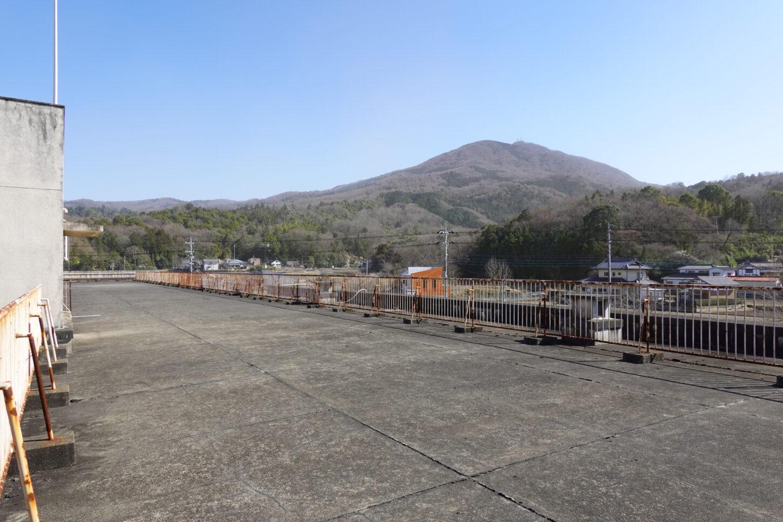 いろいろ撮影できる学校スタジオの魅力・筑波山をバックに撮影