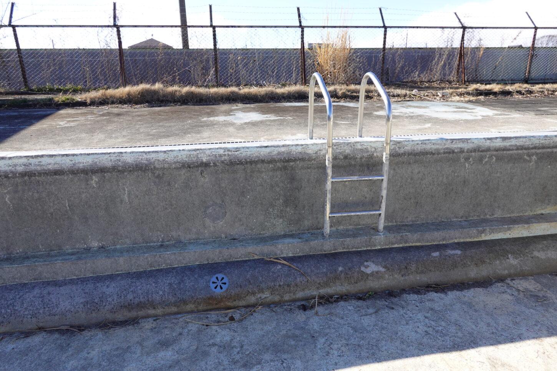 いろいろ撮影できる学校スタジオ・プールの水はり作業開始・プール開き・撮影依頼