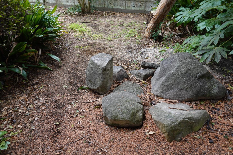 登録有形文化財橋本旅館スタジオ・庭・石の移動・整地