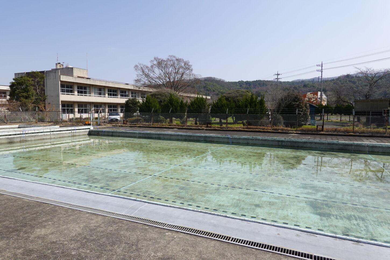 いろいろ撮影できる学校スタジオのプールの水はり開始から44時間後