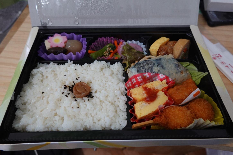 ロケ弁・マルトモ食品・栃木県栃木市・昭和でレトロなアパートスタジオに配達