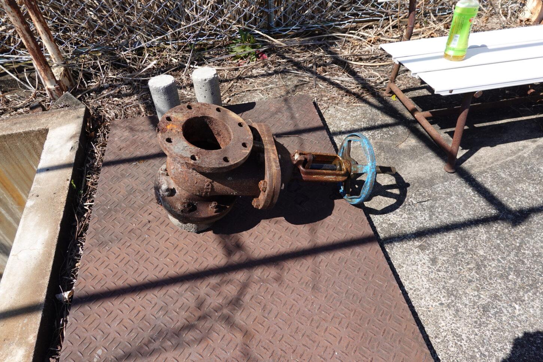 いろいろ撮影できる学校スタジオ・プールの排水バルブ・修理交換・アトリエミカミ撮影場所管理物件