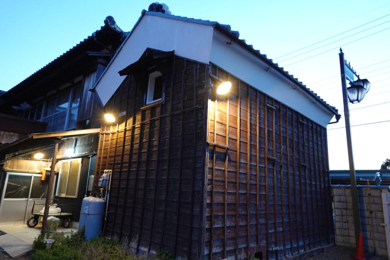 登録有形文化財橋本旅館スタジオ・駐車場側・照明新設設置
