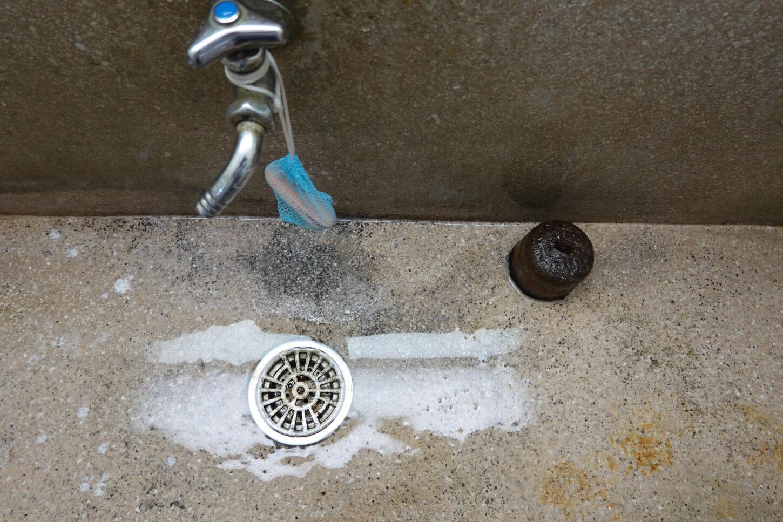 1階トイレ・手洗い場所・排水溝つまり・修理・清掃・学校スタジオ・メンテナンス