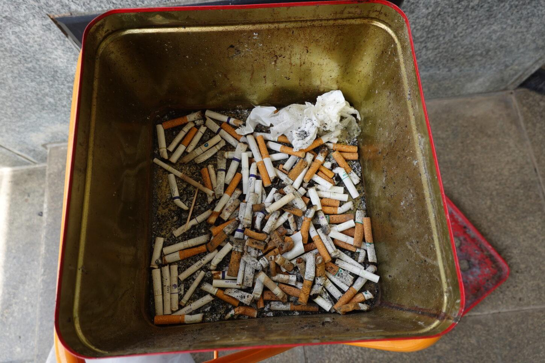 スタジオ・タバコ吸い殻入れ・清掃・撮影現場・喫煙場所・