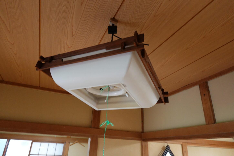 アパートスタジオ・電気の傘・シーリング割れ・点灯無し・修理