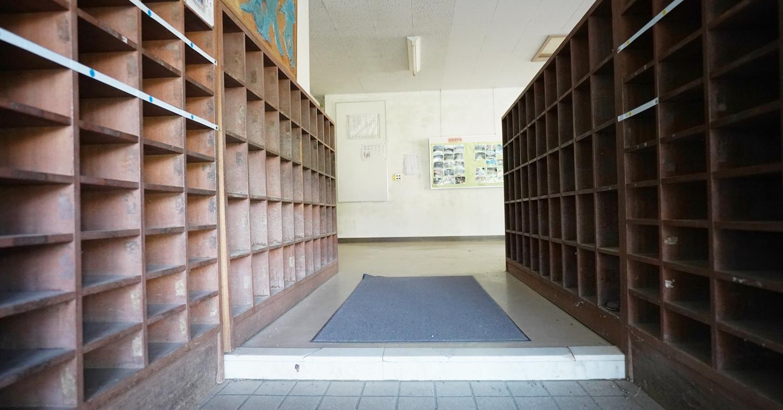 まるごと撮影できちゃう学校スタジオ・下駄箱・入り口・登下校・