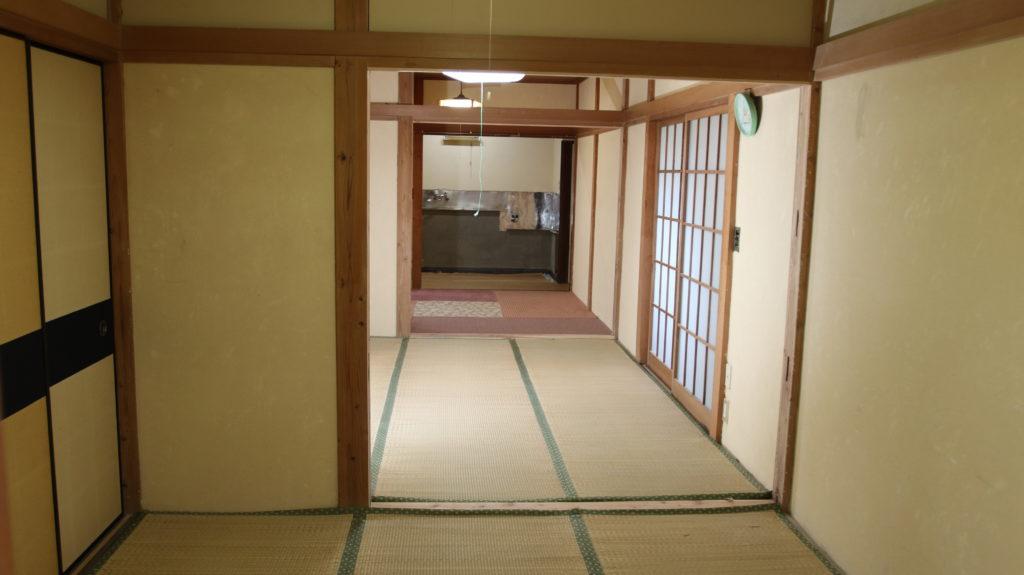 昭和でレトロなアパートスタジオ・取り外し可能な壁