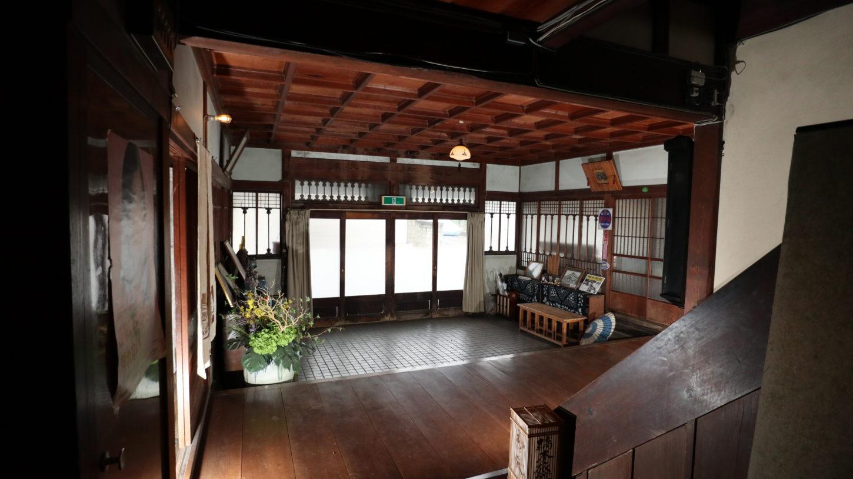 登録有形文化財橋本旅館スタジオ正面玄関中
