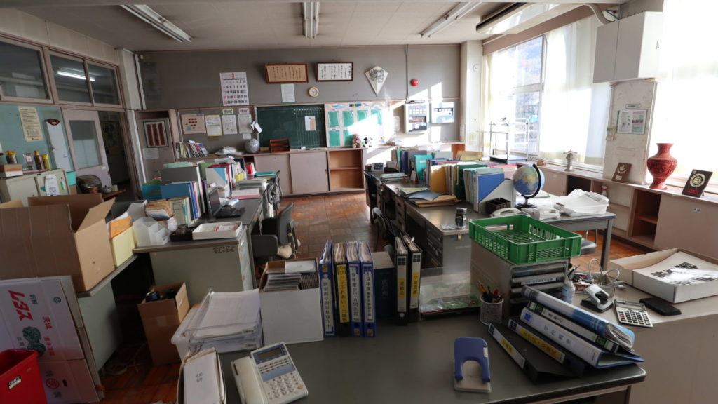 まるごと撮影できちゃう学校スタジオの職員室・美術飾り込・
