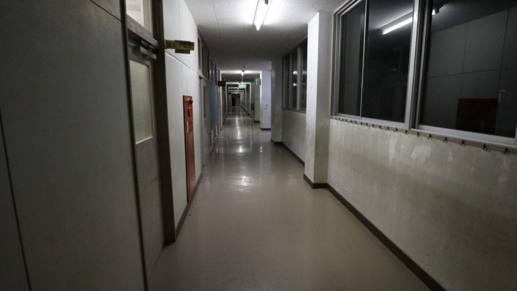 いろいろ撮影できる学校スタジオ・夜・廊下・アトリエミカミ・ハウススタジオ・