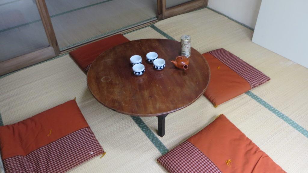 昭和でレトロなアパートスタジオの美術小道具・座布団