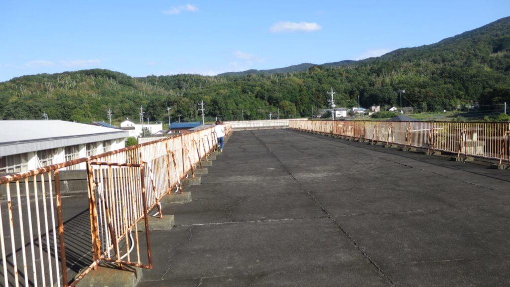 まるまる撮影で使える学校スタジオの屋上から観える筑波山・田舎の学校・ロケ地