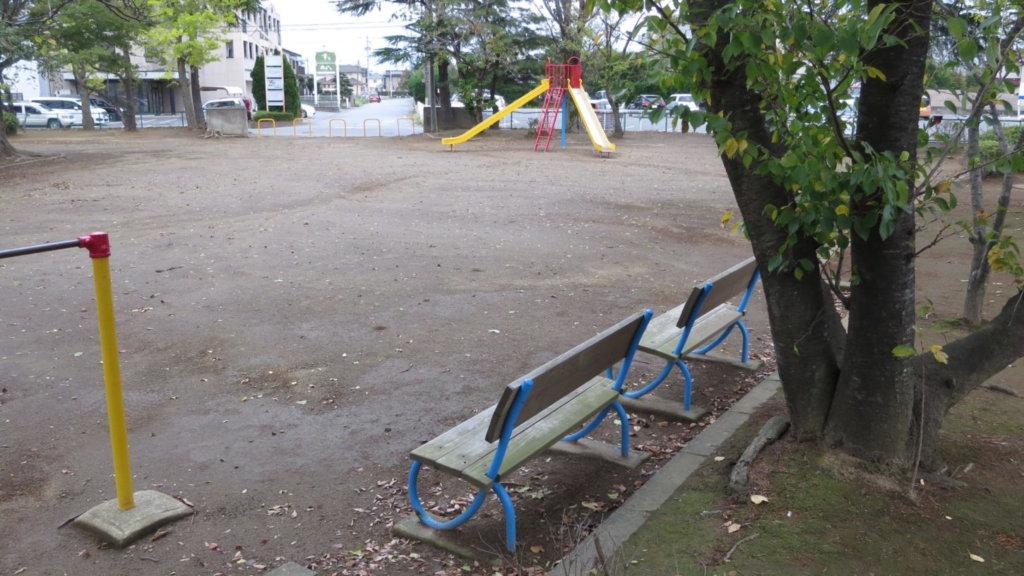昭和でレトロなアパートスタジオそば・公園・ベンチ・東京近郊・撮影場所・ロケ地