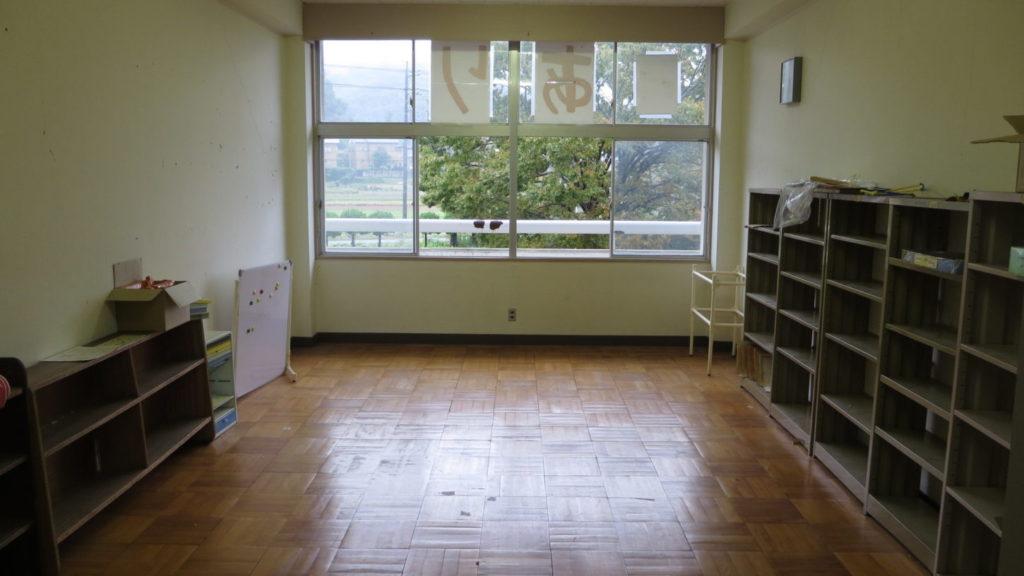 まるごと撮影で使える学校スタジオの保護者図書室・大人の図書館・片付け中