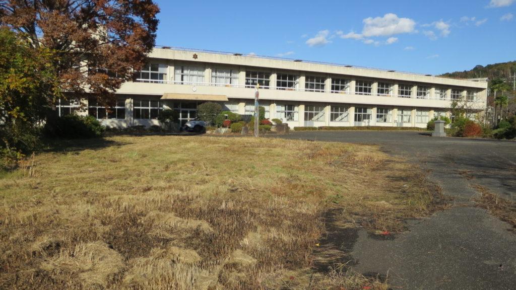 まるごと撮影できちゃう学校スタジオ・庭の雑草・草刈・駆除・綺麗にしました・