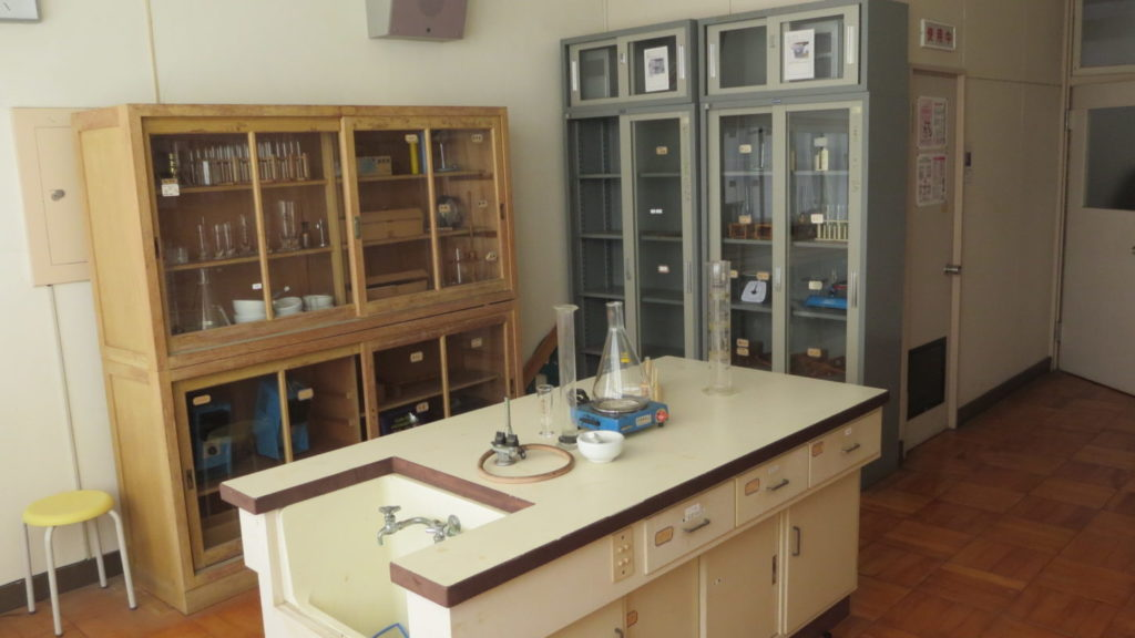 いろいろ撮影できる学校スタジオ・実験準備室・実験室・理科準備室・アトリエミカミ・ハウススタジオ・