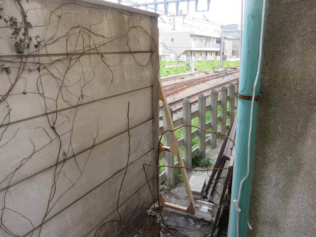 作り物の塀・映像美術さんはすごい