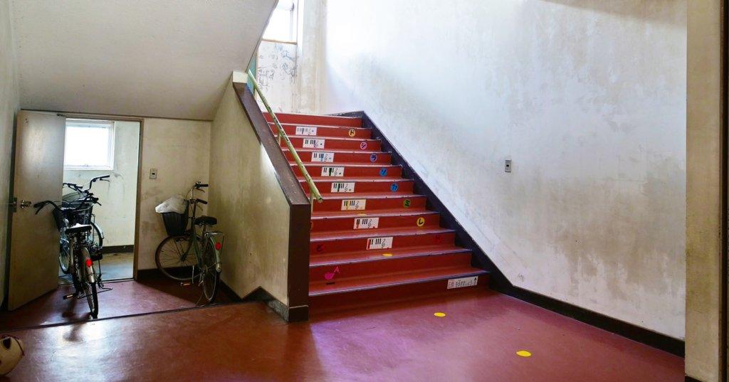 まるごと撮影できちゃう学校スタジオ・階段