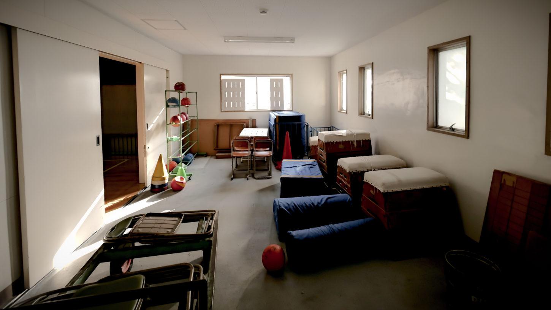 学校スタジオ・体育館の体育準備室・アトリエミカミのハウススタジオ