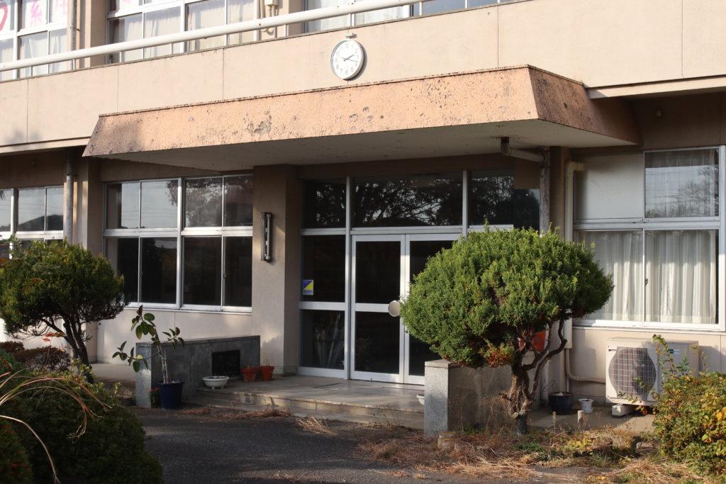 東京近郊のまるまる撮影で使える学校スタジオ・正面玄関・アトリエミカミ