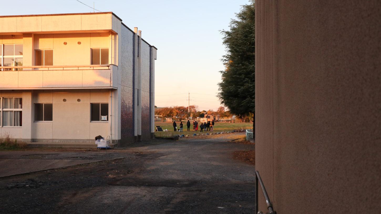 いろいろ撮影できちゃう学校スタジオの校庭で撮影中