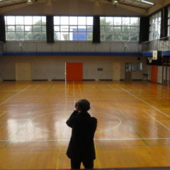 いろいろ撮影できちゃう学校スタジオ・体育館・自然光・カーテン開放・ロケハン