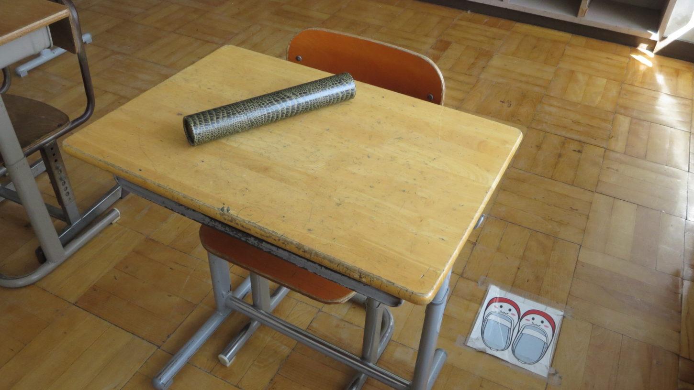 卒業証書入れ・筒・机の上・いろいろ撮影できちゃう学校スタジオ・アトリエミカミ・ハウススタジオ