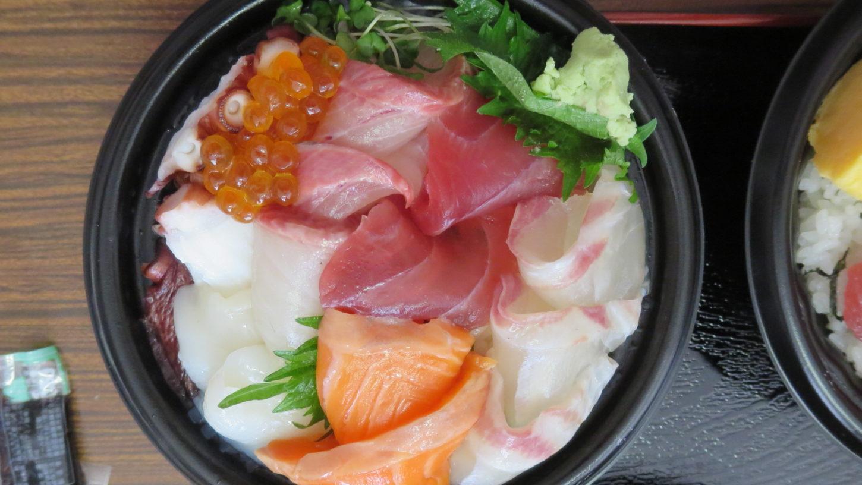 いろいろ撮影できちゃう学校スタジオ・近所の魚徳・海鮮丼弁当・激うま