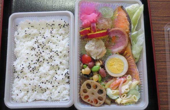 いろいろ撮影できちゃう学校スタジオ・近所・お弁当・お任せ弁当・魚・肉・各・魚徳・700円