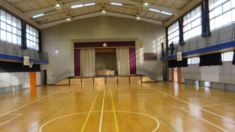いろいろ撮影できちゃう学校スタジオの体育館